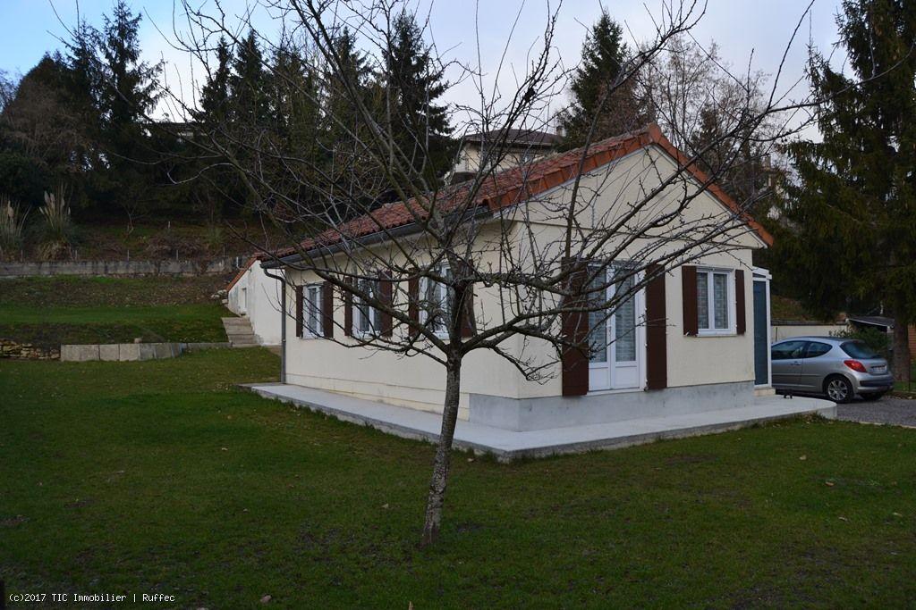 petite maison de ville avec garage et jardin tic ruffec. Black Bedroom Furniture Sets. Home Design Ideas