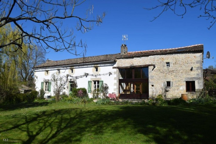 Lovely Stone House with 4 Bedrooms, 2 Bedroomed Gite and Heated Pool