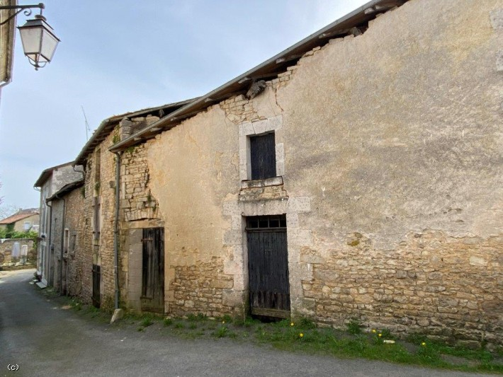 3 Adjoining Buildings to Renovate in Verteuil sur Charente