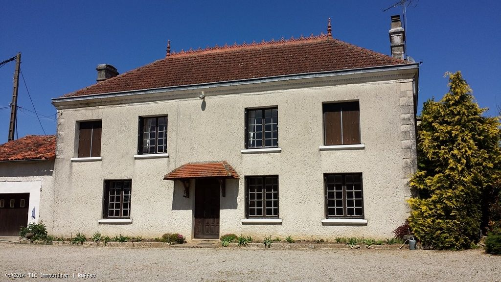 Beautiful Maison de Maitre With Large Outbuildings On A Total of 1.4 Hectares