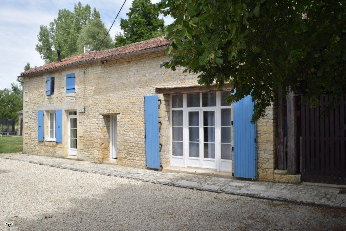 Renovated House with Cottage and River access