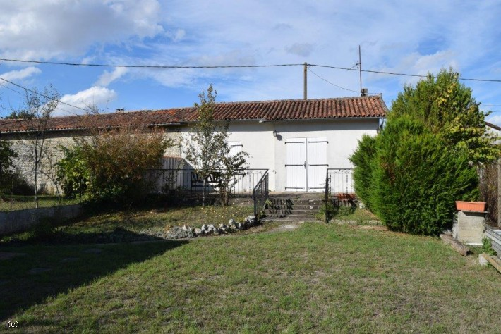 Size Does Not Matter! Cute Little House In Verteuil-Sur-Charente