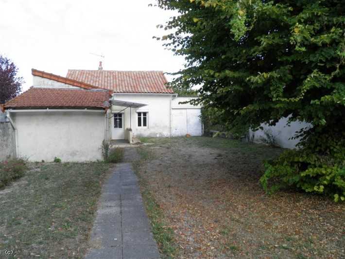 Bungalow with 2 Bedrooms in Ruffec