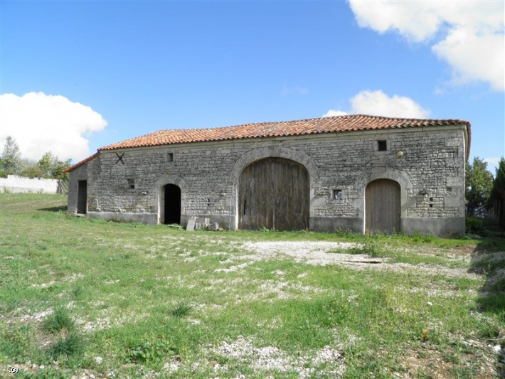 Attractive Barn To Renovate Close to Ruffec On 3570m²