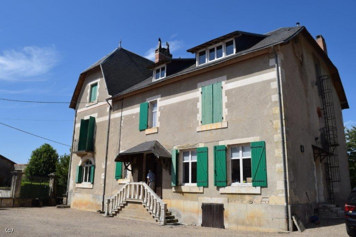 Manor House with 5 Bedrooms, 2 Cottages and Pool