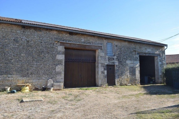 Stone House with 3 Bedrooms & Outbuildings