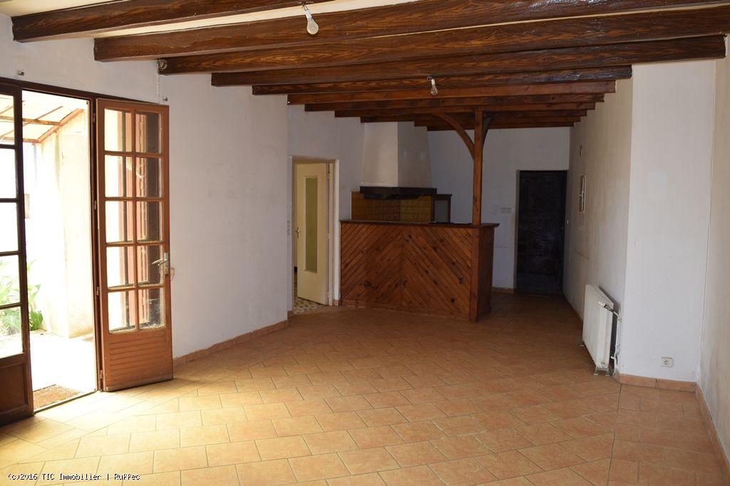 une maison a rafra chir avec sa grange attenante tic ruffec. Black Bedroom Furniture Sets. Home Design Ideas