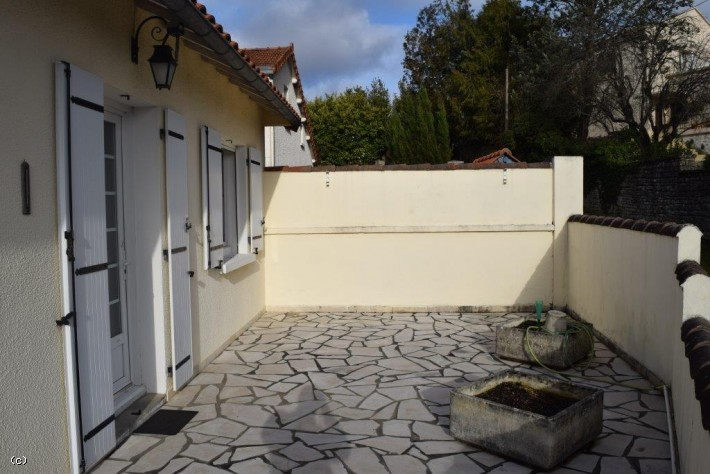 Town Centre Bungalow with Basement in Very Good Condition