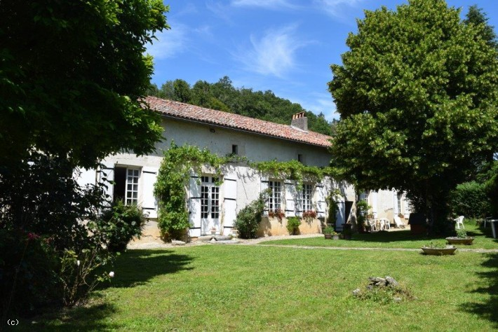 Magnificent 18th Century 'Logis' With Large Swimming Pool And Guest Cottage