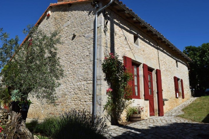 Country House With Swimming Pool Guest House and 2 Barns on 8568m²