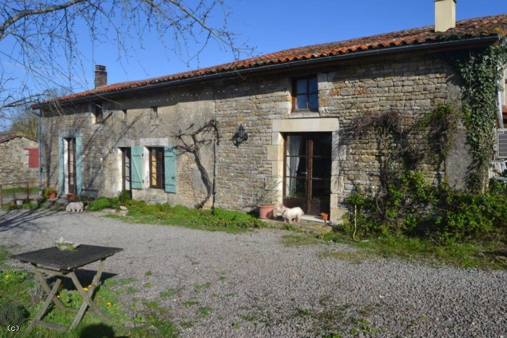 Village Stone House with 3 Bedrooms and Garden