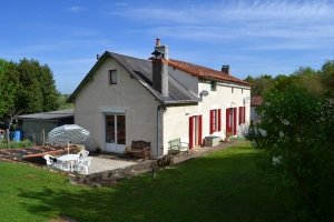 Spacious 3 Bedroom House With Barn on 9535m²