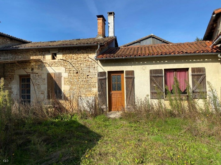 House with 3 Bedrooms, Garden and Outbuildings
