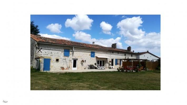 Maison Ancienne Rénovée - Tic Ruffec